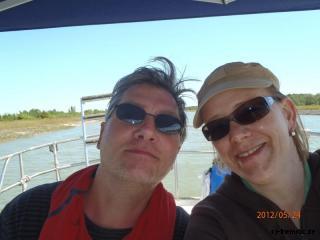 beide skipper unterm sonnenschutz