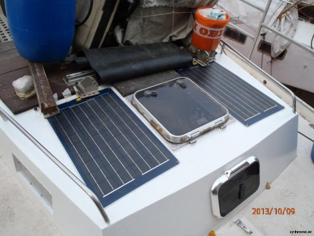 20131008 deck achterkabine solarpannels