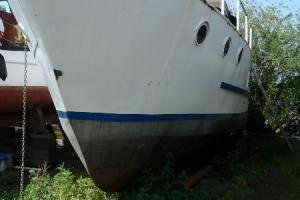 weisses schiff anland